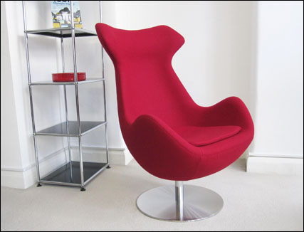Steijer lounge chair in red fabric