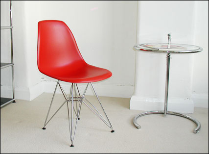 Plastic Eiffel chair in red plastic